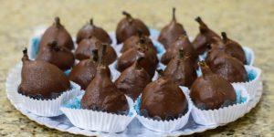 FRUTAS COBERTAS. Famoso figo coberto com chocolate e recheado com nozes.