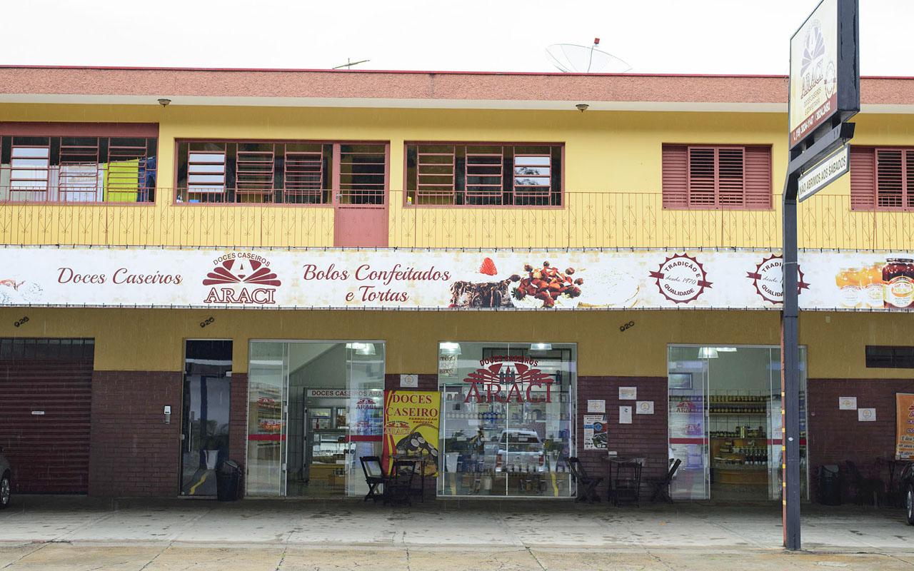 doces araci, fachada loja de águas de lindoia