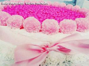 bolo decorado vários recheios, doces araci, águas de lindoia